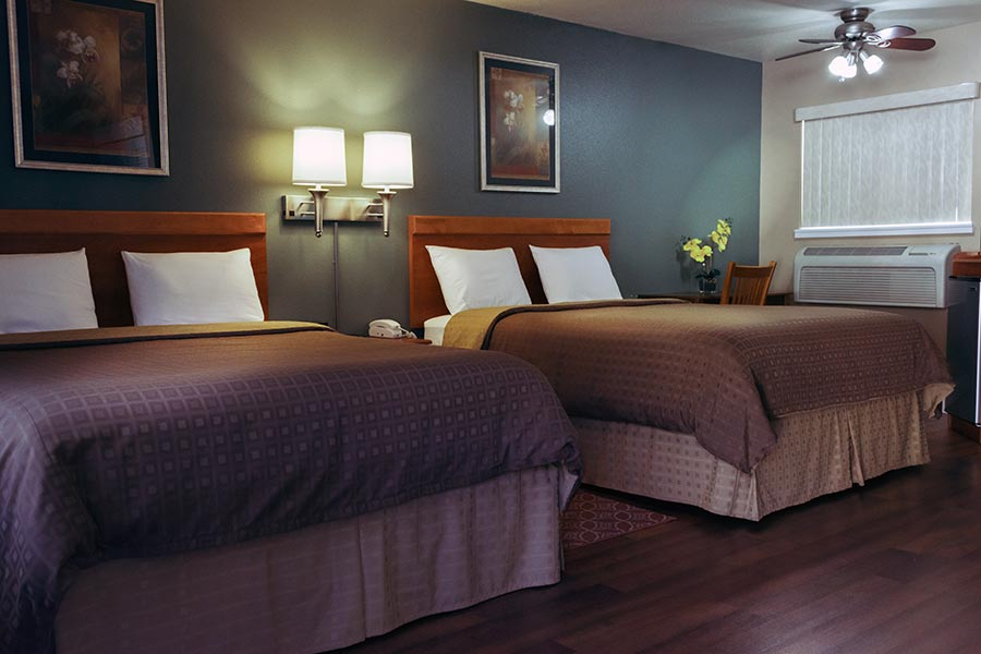 Room with 2 Queen beds at Maple Leaf Motel